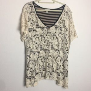 Sleeveless T-shirt with lace top attached   3X